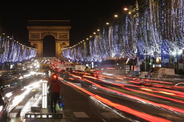 paris_xmas_champs_elysees_getty_images
