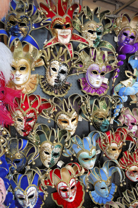venice-masks-shop-full