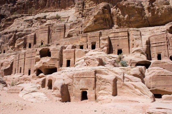 800px-Petra_Dwellings