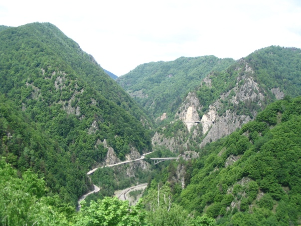 Vue_route_depuis_citadelle_Arefu