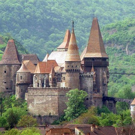 castelul-corvinilor-din-hunedoara