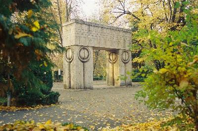 Constantin Brancusi-Poarta Sarutului
